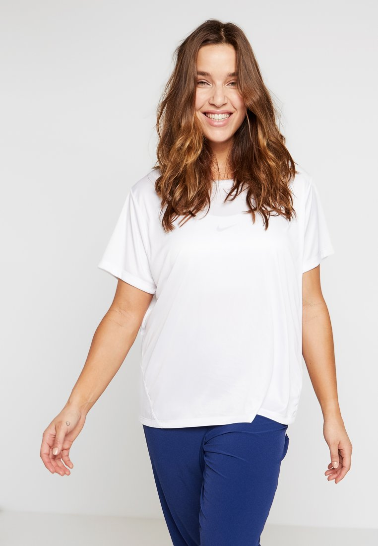 Nike Performance - DRY MILER PLUS - T-shirts med print - white/reflective silver