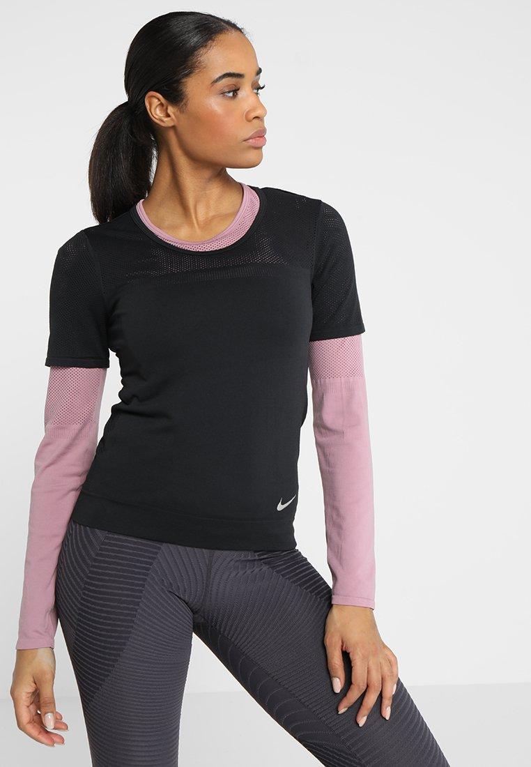 Nike Performance - INFINITE - T-shirt z nadrukiem - black/silver