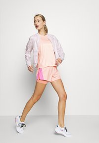 Nike Performance - MILER TANK - Camiseta de deporte - washed coral/reflective silver - 1