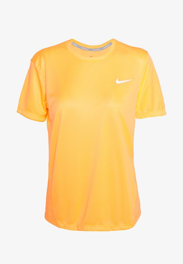 MILER  - T-shirt print - topaz gold/reflective silver
