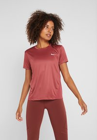Nike Performance - MILER  - Print T-shirt - cedar/reflective silver - 0