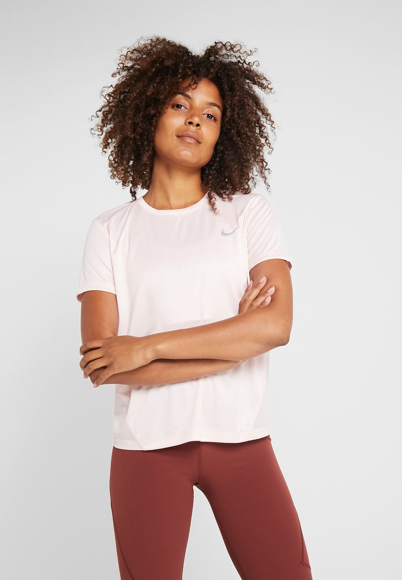 Nike Performance - MILER  - T-shirt con stampa - echo pink/reflective silver