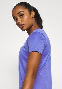 Nike Performance - MILER  - Camiseta estampada - sapphire/silver - 3