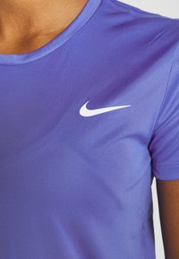 Nike Performance - MILER  - Camiseta estampada - sapphire/silver - 5