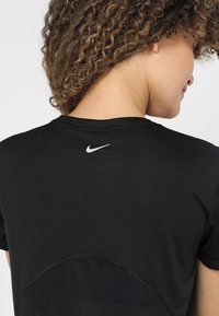 Nike Performance - MILER  - T-Shirt print - black/silver - 3