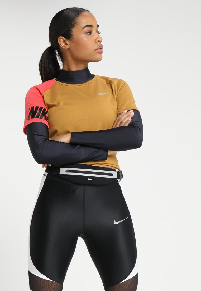 Nike Performance - ICON CLASH TOP MILER  - Print T-shirt - wheat/ember glow/black/silver