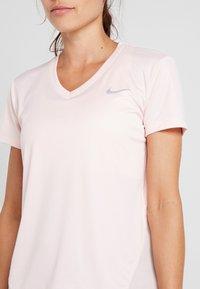 Nike Performance - MILER V NECK - Koszulka sportowa - echo pink/reflective silv - 4