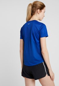 Nike Performance - MILER V NECK - Koszulka sportowa - indigo force/reflective silver - 2