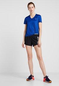 Nike Performance - MILER V NECK - Koszulka sportowa - indigo force/reflective silver - 1