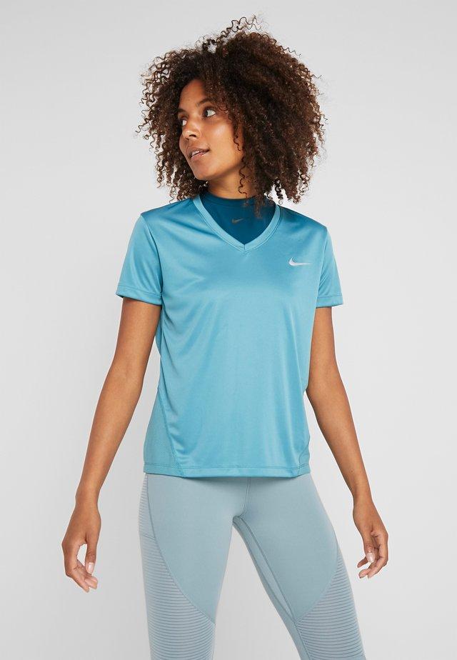 MILER V NECK - T-shirt print - mineral teal/silver