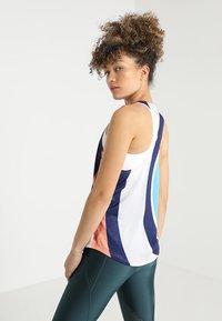 Nike Performance - ARTIST TANK GRAPHIC - T-shirt de sport - summit white/reflective silver - 2
