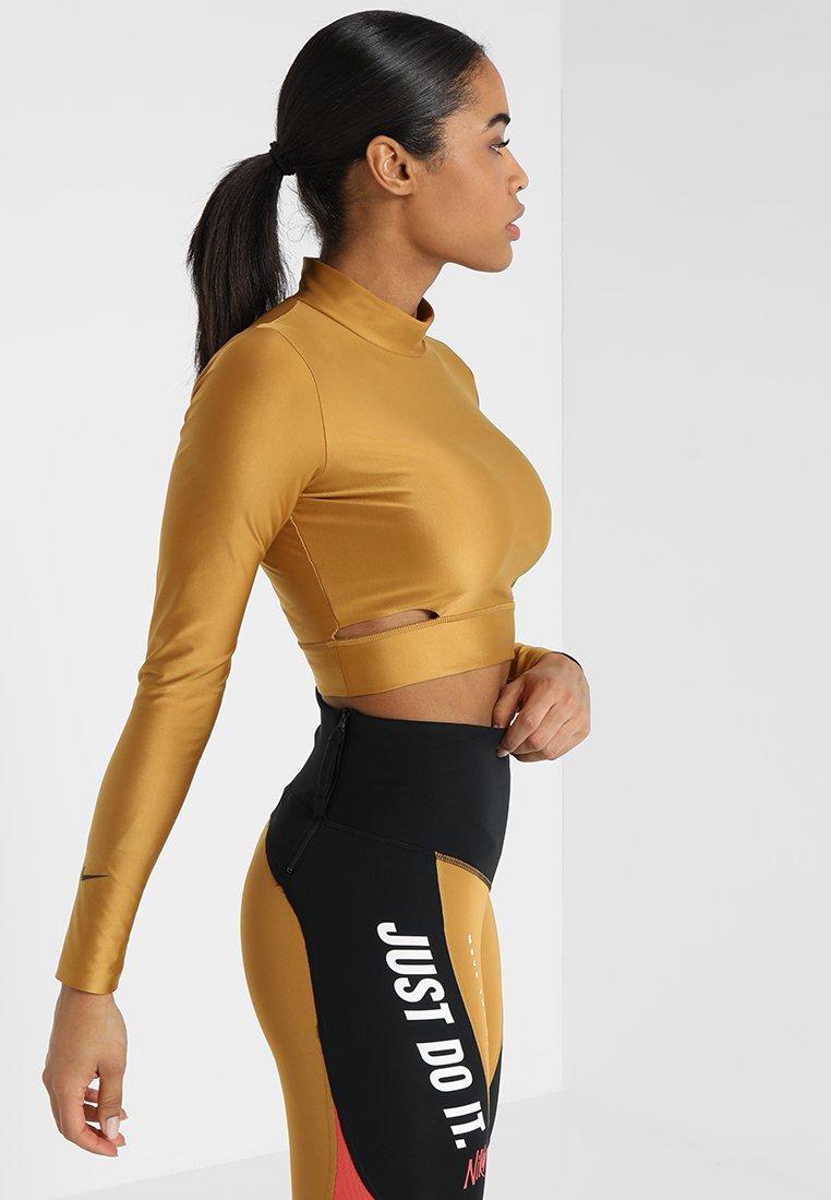 Nike Performance - TECH PACK LONG SLEEVE TOP - Langærmede T-shirts - wheat/black