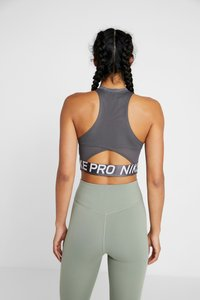 Nike Performance - INTERTWIST CROP TANK - Topper - oil grey/heather/thunder grey - 2