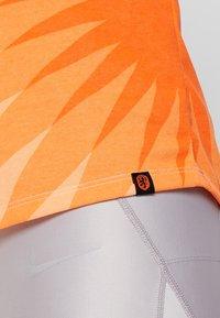 Nike Performance - KNVB NIEDERLANDE TANK PRESEASON - Linne - orange quartz - 5