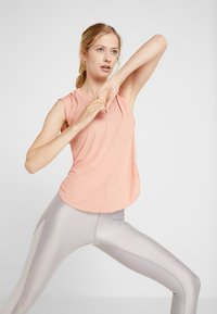 Nike Performance - CITY SLEEK TANK COOL - T-shirt sportiva - pink quartz/silver - 3