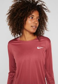 Nike Performance - MILER TOP - Sports shirt - cedar/reflective silver - 4
