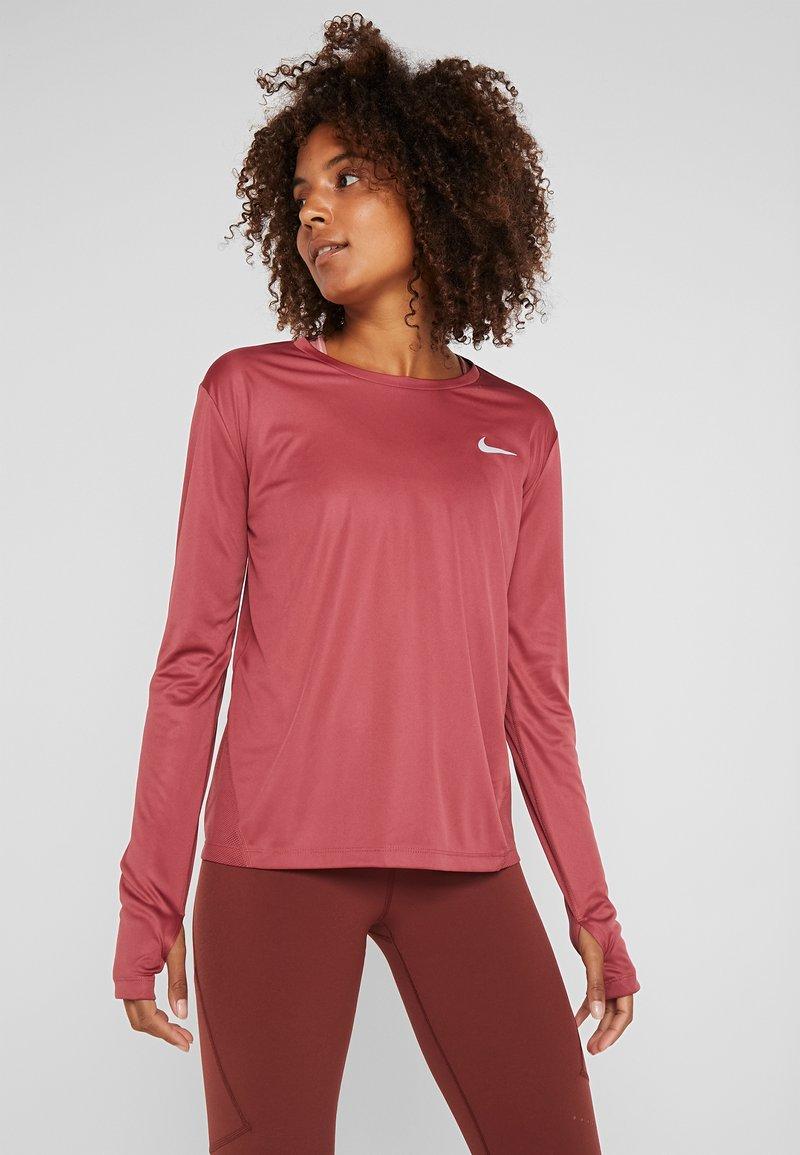 Nike Performance - MILER - Tekninen urheilupaita - cedar/reflective silver