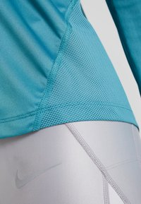 Nike Performance - MILER TOP - T-shirt de sport - mineral teal/silver - 7