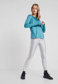 Nike Performance - MILER TOP - T-shirt de sport - mineral teal/silver - 1