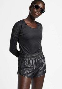 Nike Performance - T-shirt de sport - black - 0