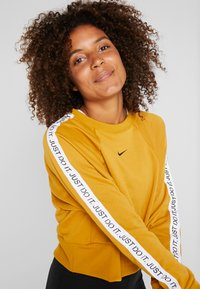 Nike Performance - DRY GET FIT  - Sweater - gold suede/black - 3