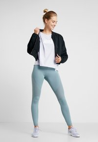 Nike Performance - DRY OVERSIZED - T-shirt print - lavender mist/white - 1