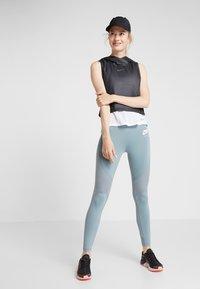 Nike Performance - MILER TANK BREATHE - Koszulka sportowa - white/reflective silver - 1