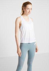 Nike Performance - MILER TANK BREATHE - Koszulka sportowa - white/reflective silver - 0