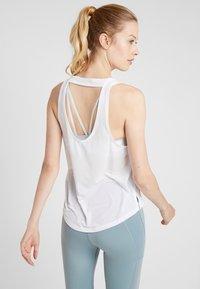 Nike Performance - MILER TANK BREATHE - Koszulka sportowa - white/reflective silver - 2