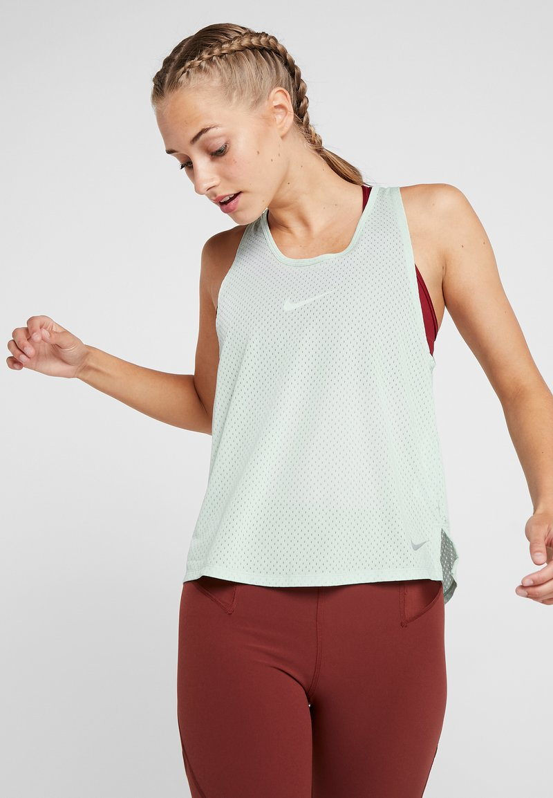 Nike Performance - MILER TANK BREATHE - Camiseta de deporte - pistachio frost/reflective silver