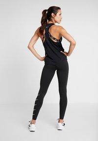 Nike Performance - MILER TANK RACER - Treningsskjorter - black - 2
