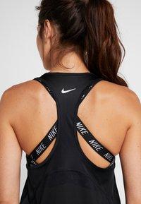 Nike Performance - MILER TANK RACER - Treningsskjorter - black - 5
