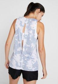 Nike Performance - REBEL TIE - Koszulka sportowa - mottled grey - 2