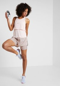 Nike Performance - TANK BREATHE - T-shirt sportiva - echo pink/reflective silver - 1
