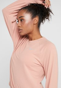 Nike Performance - MIDLAYER TWIST - Sweater - rose gold - 4