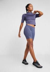 Nike Performance - AIR - Print T-shirt - sanded purple/black - 1