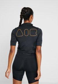 Nike Performance - AIR - T-shirts med print - black/thunder grey - 2