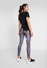 Nike Performance - TOP FEMME - T-shirt print - black/hyper pink - 2
