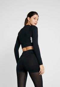 Nike Performance - CAPSULE AERO-ADAPT - Sports shirt - black/metallic silver - 2