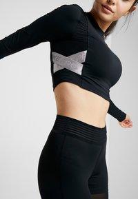 Nike Performance - CAPSULE AERO-ADAPT - Funkční triko - black/metallic silver - 5