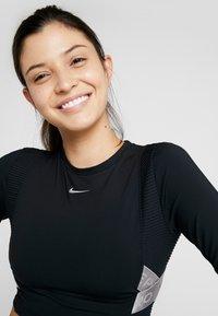 Nike Performance - CAPSULE AERO-ADAPT - Funkční triko - black/metallic silver - 3