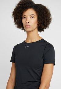 Nike Performance - T-shirt z nadrukiem - black/white - 3