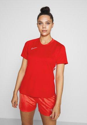 DRY ACADEMY 19 - Print T-shirt - university red/white