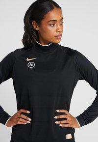 Nike Performance - DRY - T-shirt de sport - black - 4