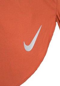 Nike Performance - Basic T-shirt - dusty peach - 2