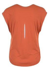 Nike Performance - Basic T-shirt - dusty peach - 1