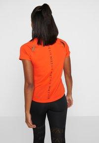 Nike Performance - AIR - T-shirt z nadrukiem - team orange/black - 2