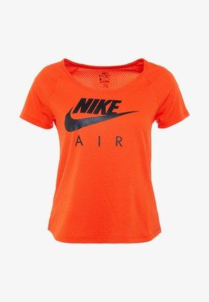 AIR - T-shirt med print - team orange/black