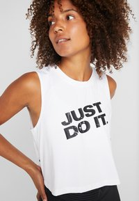 Nike Performance - MARBLE CROP TANK - Funktionströja - white/black - 4