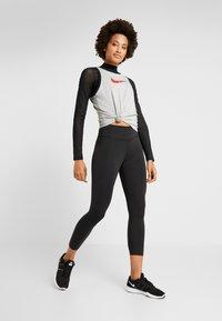 Nike Performance - DRY TANK GLAM DUNK - T-shirt sportiva - darkgrey heather/black - 1